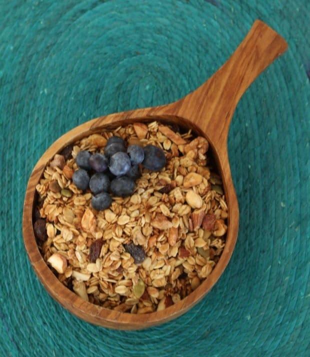 granola bowl blueberries