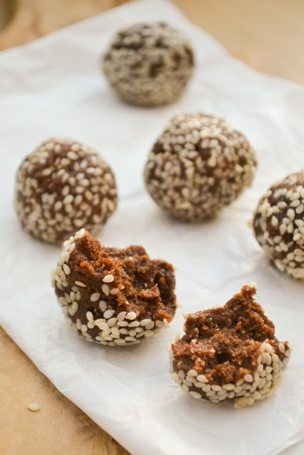 Sticky Toffee Pudding Raw Energy Balls for Healthy Holiday Cookies