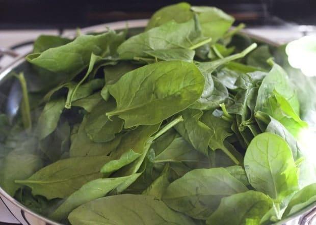 spinach for Tortas de Espinaca Carmen/Spinach Patties with Salsa Verde