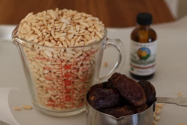 rice, dates and vanilla for Chewy Puffed Rice and Date Cookies | Letty's Kitchen