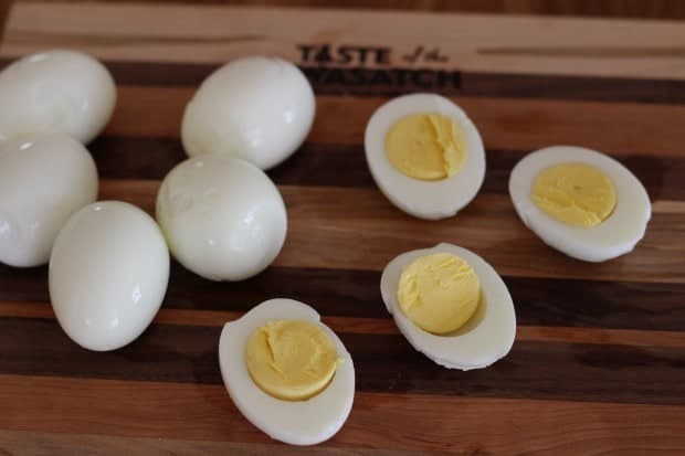 perfect hardcooked eggs with soft yolks and no green ring