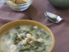 Vegetarian Escarole and White Bean Soup