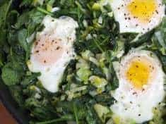 Easy Skillet Poached Eggs with Spinach and Leeks