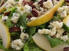 Romaine Salad with Pears, Blue Cheese and Pecans
