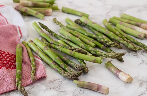 cut raw asparagus spears